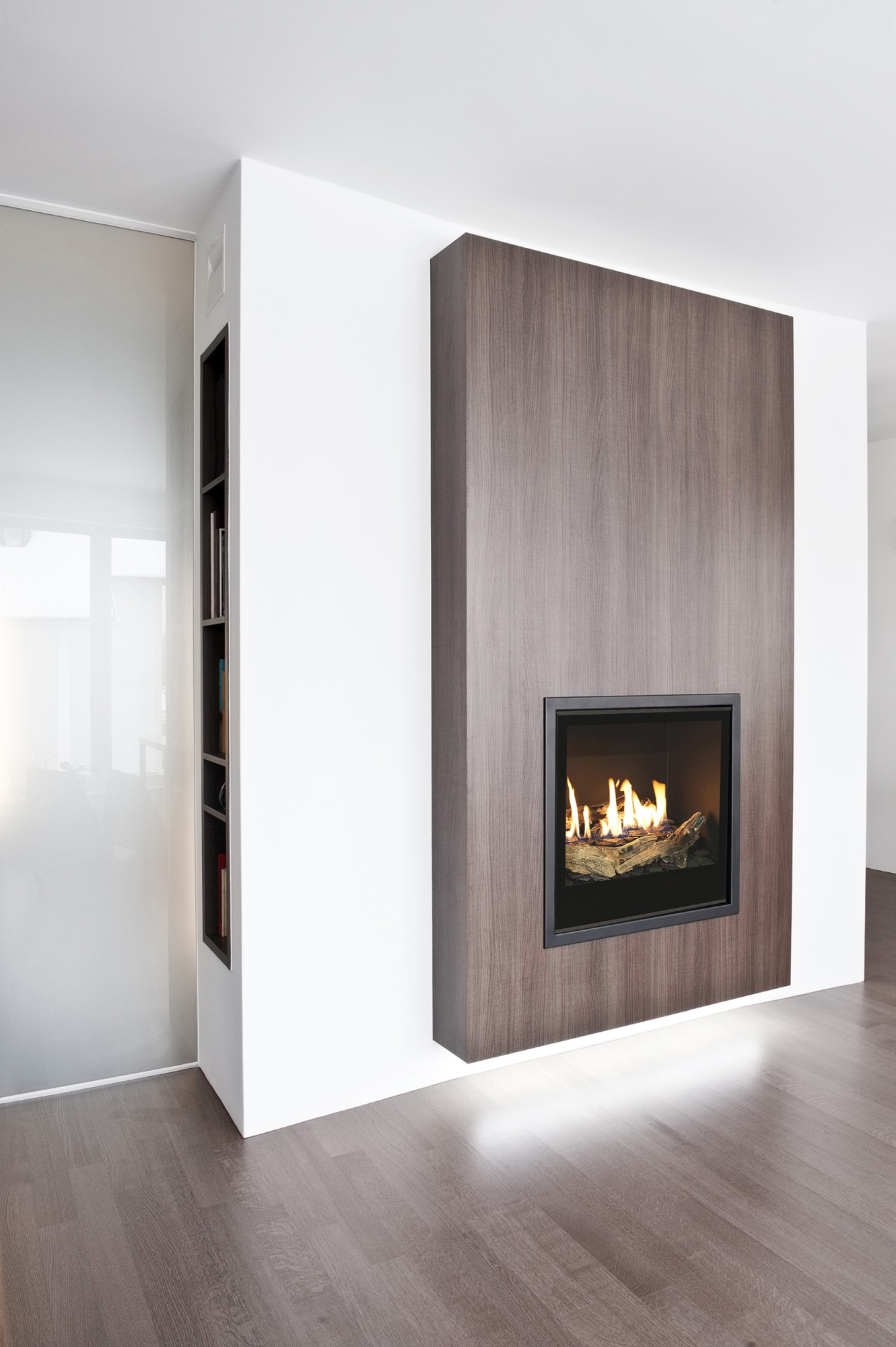 Газовый камин Planika Versal Freestanding 900 with Woodbox